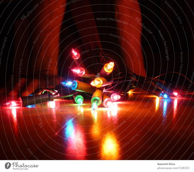 bunte glühwürmchen mehrfarbig rot gelb grün Hand dunkel Lichterkette glühen Lampe Freude Dekoration & Verzierung blau Reflexion & Spiegelung Beleuchtung