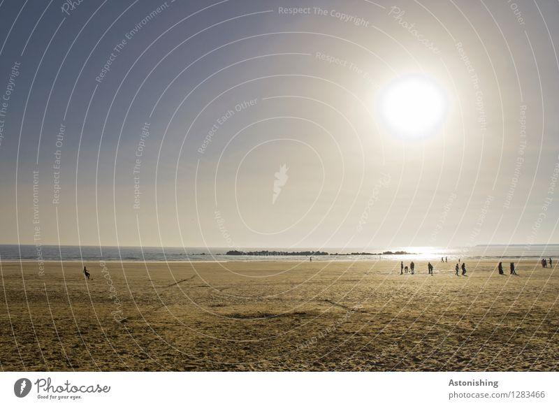 Abend am Strand Ferien & Urlaub & Reisen Meer Mensch Körper Menschengruppe Umwelt Natur Landschaft Sand Wasser Himmel Wolkenloser Himmel Horizont Sonne