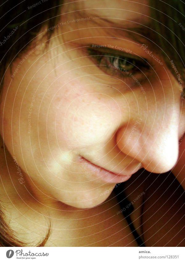 tagträumerin grün Auge lachen Haare & Frisuren Mund braun Nase Konzentration Augenbraue