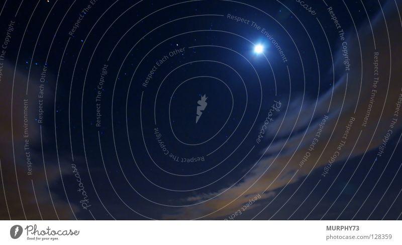 Stimmungsvoller Nachthimmel Wolken Wolkenband schwarz blau gelb weiß Himmelskörper & Weltall Langzeitbelichtung Mond Stern
