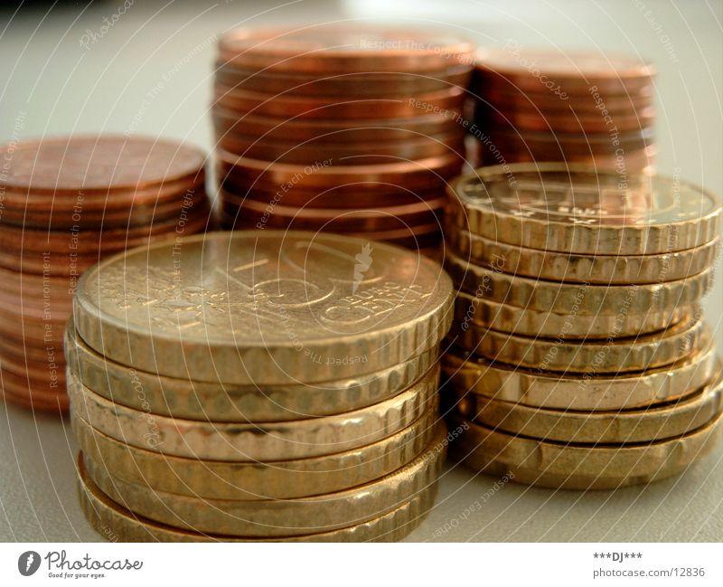 Cents Geldmünzen Arme Dienstleistungsgewerbe bezahlen reich Miete Kredit Schulden