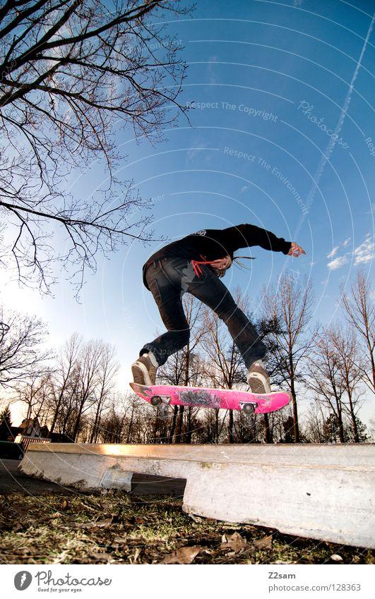 frontside boardslide II Aktion Skateboarding Zufriedenheit Kickflip Salto springen gestreift Teer Beton Licht Baum Weitwinkel Jugendliche Sport Pfütze