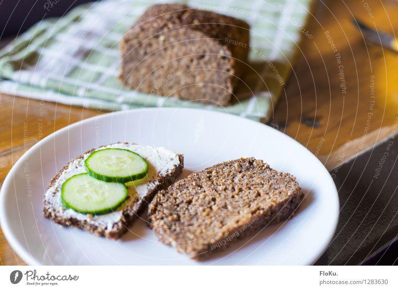 Gurke auf die Stulle Gesundheit Lebensmittel Ernährung Gemüse lecker Frühstück Brot Teller Backwaren Teigwaren Milcherzeugnisse Schwarzbrot