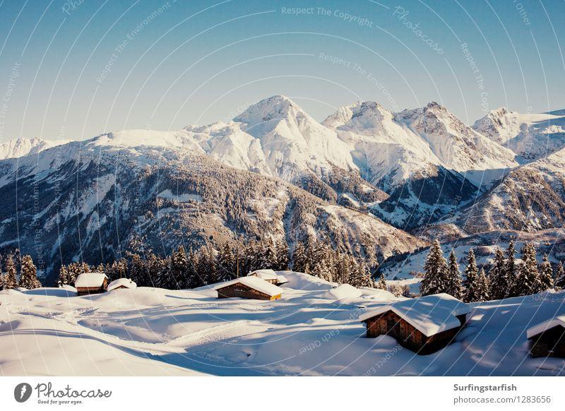 Verschneite Bergwelt Natur Ferien & Urlaub & Reisen Landschaft Winter Berge u. Gebirge Schnee Freizeit & Hobby Tourismus wandern hoch Ausflug Gipfel Alpen