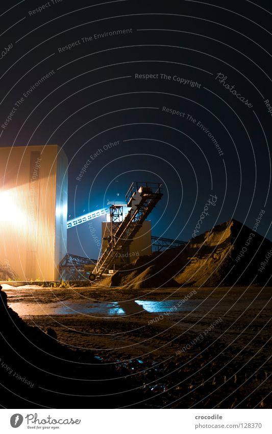 kieswerkerei Kieswerk Nacht Beleuchtung Haufen Förderband dunkel unheimlich Langzeitbelichtung Industrie Berge u. Gebirge blau