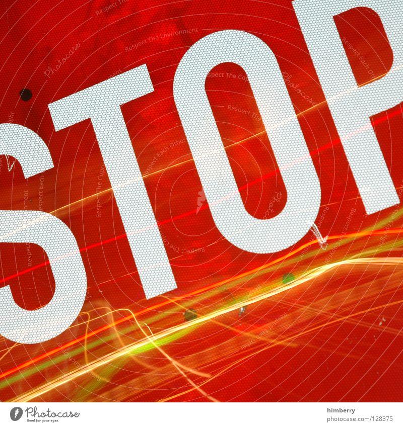 non-stop-case Lampe Stadtleben Blitze Zoomeffekt Belichtung Langzeitbelichtung Nacht Straßennamenschild gehen Streifen Verkehr Straßenverkehr
