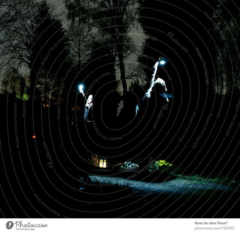 Frieden im Hof dunkel Finger Licht schwarz heiß Hölle Rauchen Licht im Dunkeln brennen Ping elektronisch Lampe Anschluss Krallen Haushuhn böse Schmerz Friedhof