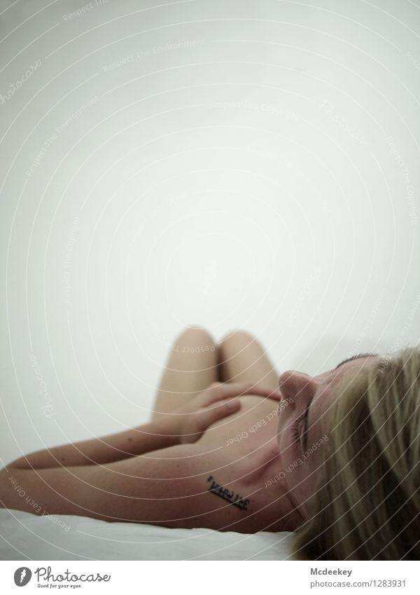 White beauty I Mensch feminin Junge Frau Jugendliche Freundschaft Erwachsene Körper Kopf Haare & Frisuren Nase Brust Frauenbrust Arme Hand Finger Beine 1