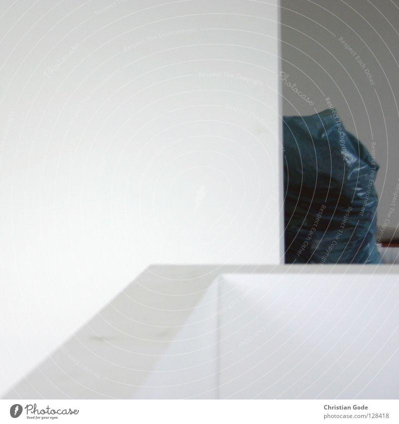Hommage an Gregor Schneider Wand weiß grau Ecke Mauer Baustelle Geländer Sack Neubau Altbau Umbauen Gebäude Fußtritt Höhenunterschied Eingang Wohnung Loft