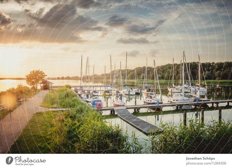 Sommerhafen Natur Landschaft Luft Wasser Schönes Wetter Glück Zufriedenheit Lebensfreude Vorfreude Euphorie Kraft Warmherzigkeit Idylle Hafen Wasserfahrzeug