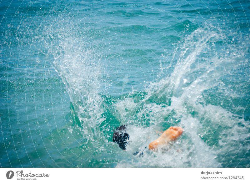 """""""Sommer""""in seiner schönsten Form Mensch Kind Jugendliche blau Wasser Meer Junger Mann Freude Leben Beine Schwimmen & Baden Kopf springen Zufriedenheit"""