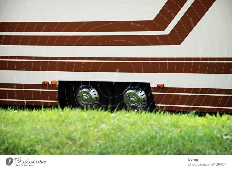 Transport IV Wohnmobil Wohnwagen Camping Ferien & Urlaub & Reisen Campingplatz Wiese parken Parkplatz Verkehr Verkehrswege Budapest Trailer Reisemobil