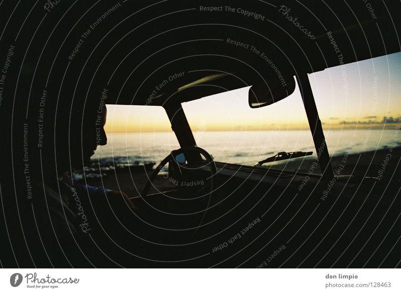 Peter Santana Traktor Sonnenuntergang analog unbearbeitet PKW alt Abend Fuerteventura Mensch Oldtimer Afrika Motorsport santana driver