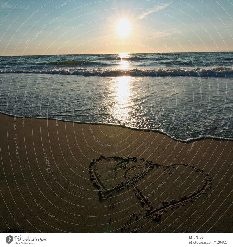 2Herzen Himmel blau Wasser Ferien & Urlaub & Reisen Sommer Sonne Meer Strand Liebe Küste Sand Beleuchtung Horizont Stimmung braun Zusammensein