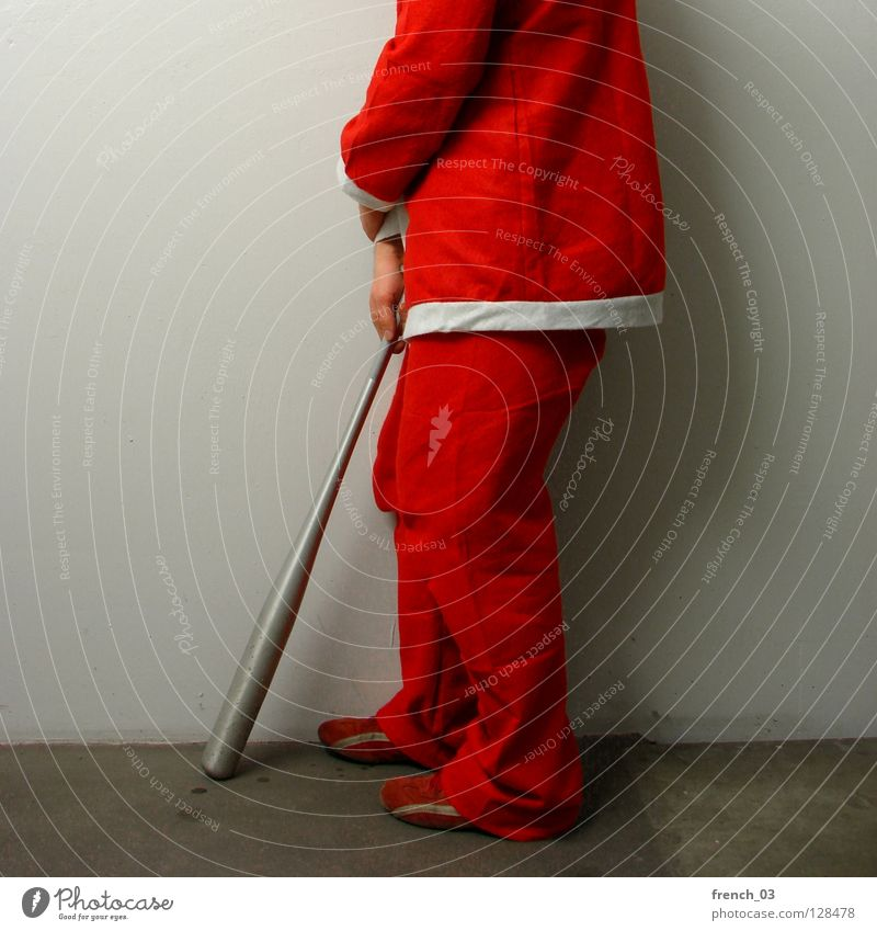 Keiner denkt mehr an mich festlich Feiertag Weihnachtsmann rot weiß Kittel Mann Hand Hose Anzug gekreuzt Wand grau Schatten kopflos Trauer Feste & Feiern Gebet