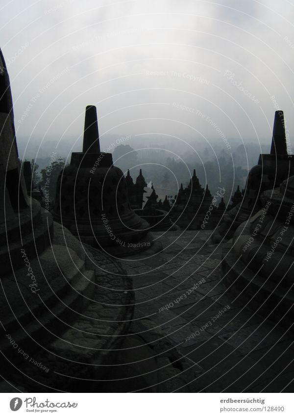 Stupa-Meer alt Himmel Wolken dunkel grau Stein Kunst groß Macht Kultur historisch heilig Sehenswürdigkeit Tempel Buddha gigantisch