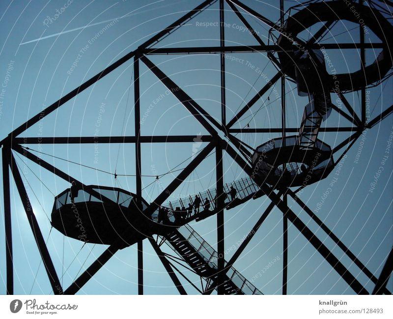 Über-Flieger Bottrop Halde Nordrhein-Westfalen Flugzeug Kondensstreifen Mensch Detailaufnahme Menschengruppe modern Tetraeder Revier Ausflugsziel Himmel blau