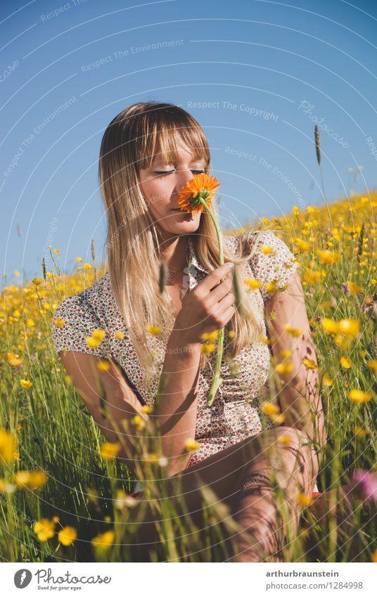 Frühlingsgefühle Freude Haare & Frisuren Sommer Sonne Muttertag Mensch feminin Junge Frau Jugendliche Erwachsene Leben 1 18-30 Jahre Natur Landschaft
