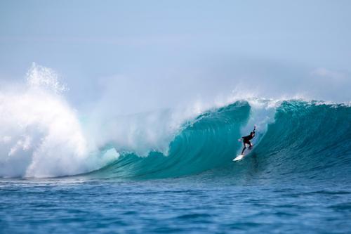 Surfing Indonesia III Mensch blau Wasser weiß Meer Leben Angst Wellen Kraft authentisch Insel gefährlich Schönes Wetter Coolness Macht violett