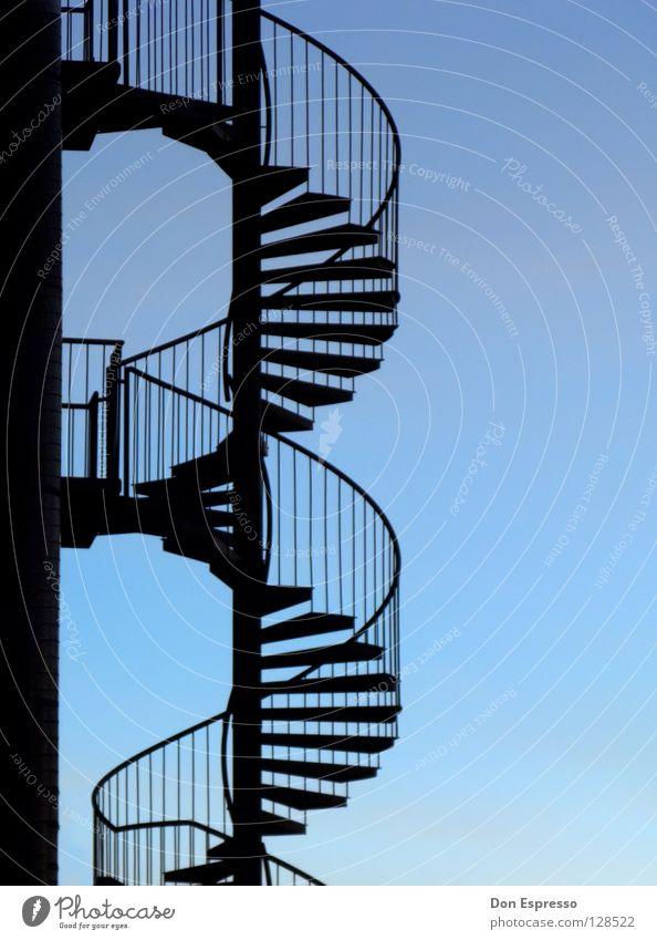 Bluestairs hell-blau graphisch Wendeltreppe drehen Detailaufnahme Helix Himmel Geländer Treppe Schnecke Kontrast Grafik u. Illustration Wege & Pfade biegen