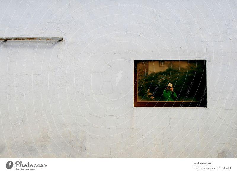 Portrait eines Fotografen kalt Fenster Wand Wetter Kommunizieren Spiegel Langeweile