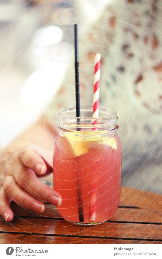 homemade iced tea Ferien & Urlaub & Reisen Sommer Erholung Hand Gesunde Ernährung kalt Wärme Gesundheit Lifestyle rosa Zufriedenheit frisch Glas Getränk Finger