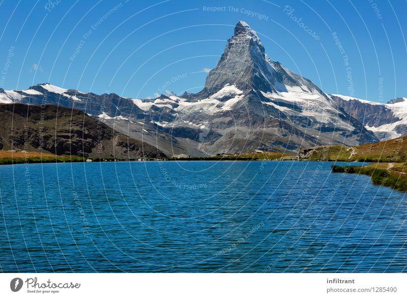 Baden mit Aussicht auf das Matterhorn Sommerurlaub Sonne Berge u. Gebirge wandern Natur Landschaft Wasser Wolkenloser Himmel Schönes Wetter Alpen Gipfel