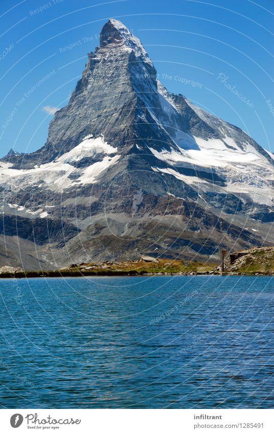 Matterhorn und Bergsee Ausflug Abenteuer Sommer Sommerurlaub Berge u. Gebirge wandern Umwelt Natur Wasser Wolkenloser Himmel Felsen Alpen Gipfel