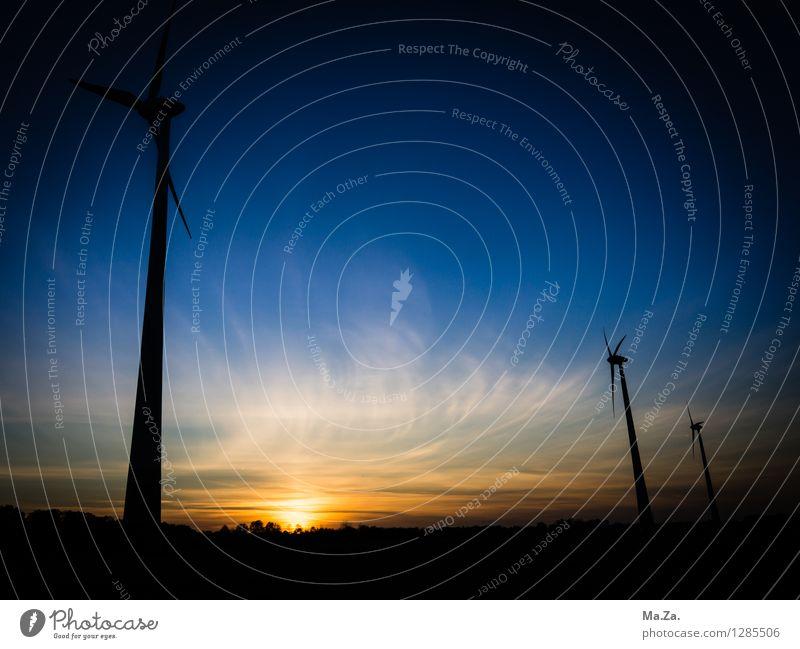Windpark im Oldenburger Land Fortschritt Zukunft Energiewirtschaft Erneuerbare Energie Windkraftanlage Landschaft Himmel Wolken Sonnenaufgang Sonnenuntergang