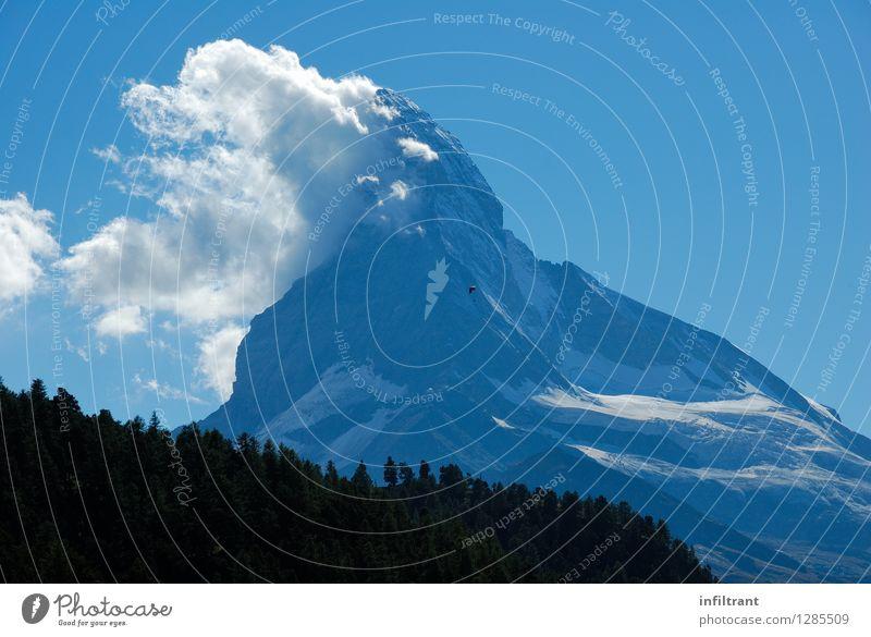 Erste Wolken am Matterhorn Himmel Natur blau Sommer Landschaft ruhig Wolken schwarz Berge u. Gebirge Glück grau Freiheit fliegen Felsen Zufriedenheit Kraft