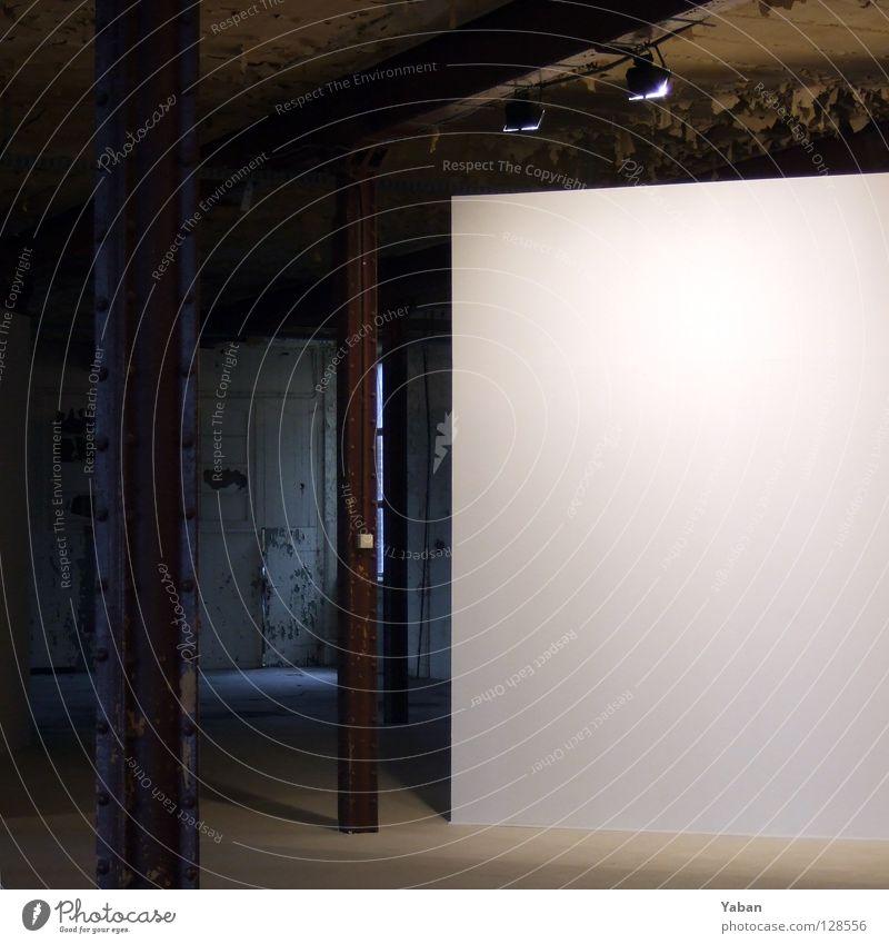 White Cube weiß Kunst Ausstellung Stahlträger Träger Fabrik erleuchten Verfall Kultur Industrie historisch weiße Fläche Empore Raum Beleuchtung