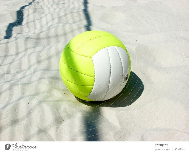 Volleyball ist angesagt... Feld Spielen Freizeit & Hobby Freibad Sport Sand Sonne Freude Schatten