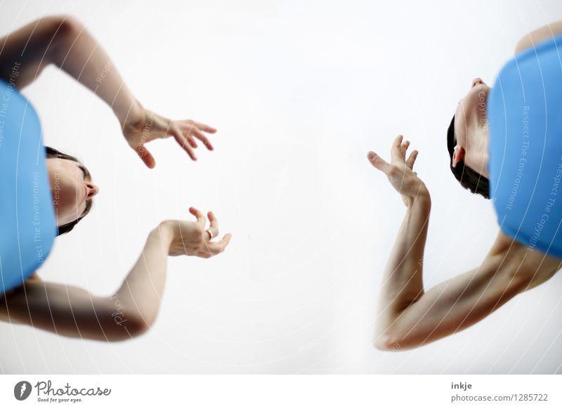 Ach, geh mir weg! Mensch Frau Hand Erwachsene Leben Gefühle sprechen feminin Lifestyle Paar Freundschaft Freizeit & Hobby Arme Kommunizieren planen