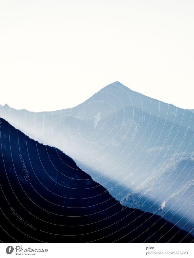 nahe martigny Natur Ferien & Urlaub & Reisen blau Landschaft ruhig schwarz Reisefotografie Berge u. Gebirge Glück träumen Aussicht Klima Alpen Gelassenheit