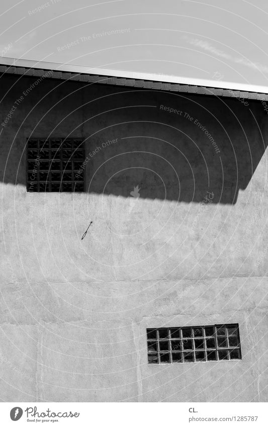 entzerren sucks Himmel Schönes Wetter Haus Gebäude Architektur Mauer Wand Fenster Dach eckig Neigung Schwarzweißfoto Außenaufnahme abstrakt Menschenleer Tag