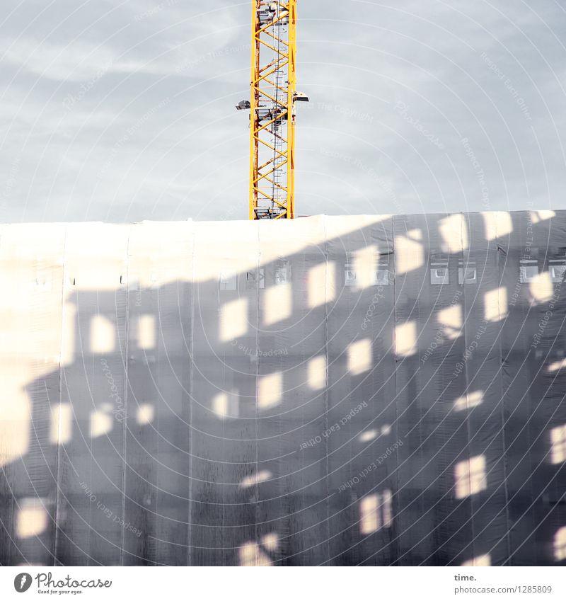 hoch hinaus | also quasi durch die Decke Arbeit & Erwerbstätigkeit Handwerker Arbeitsplatz Baustelle Kran Technik & Technologie Industrie Haus Bauwerk