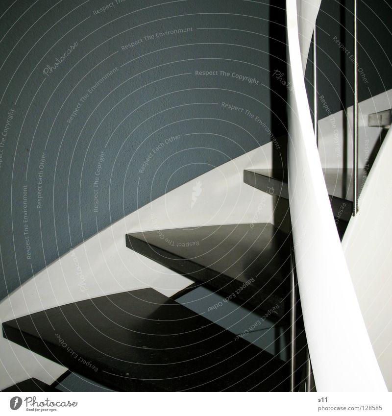 Stairs weiß Haus schwarz grau Treppe rund Eingang Treppengeländer Treppenhaus gekrümmt Fußtritt