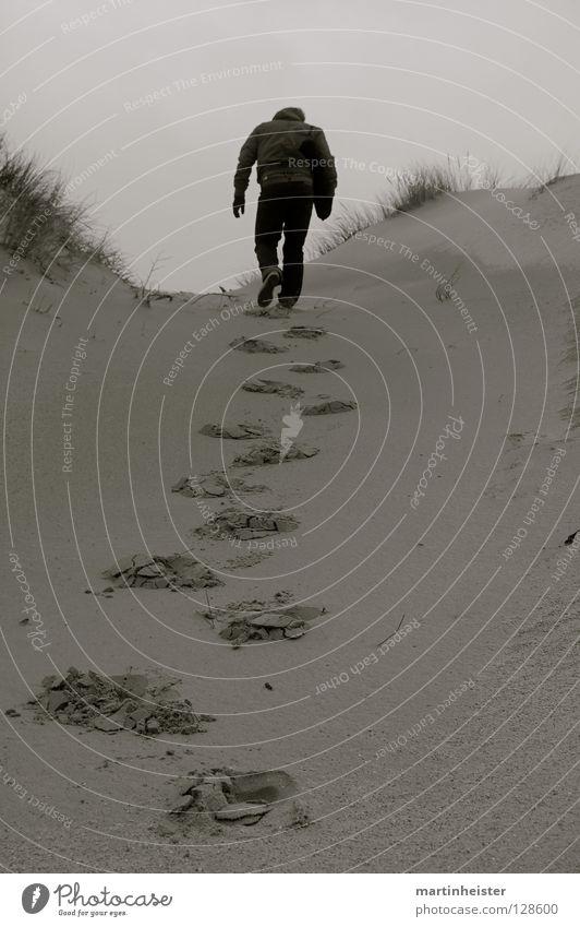 Auf dem Weg zu dir Einsamkeit Traurigkeit Wege & Pfade Trauer Sehnsucht Mut Fußspur aufwärts Gewicht Stranddüne anstrengen schwer Spuren