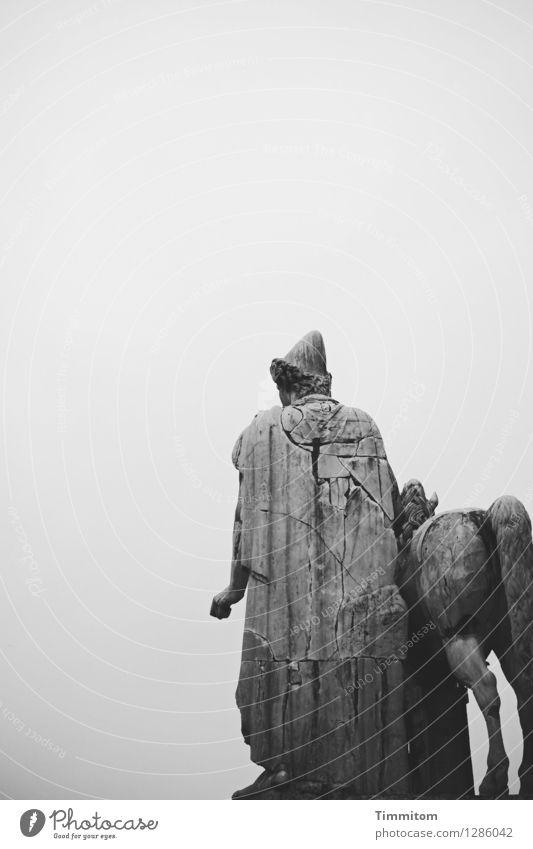 Irgendwo in Italien (15). Kunst Kunstwerk Skulptur Himmel Stein ästhetisch grau schwarz Gefühle Kultur Schwarzweißfoto Marmor antik Außenaufnahme Menschenleer