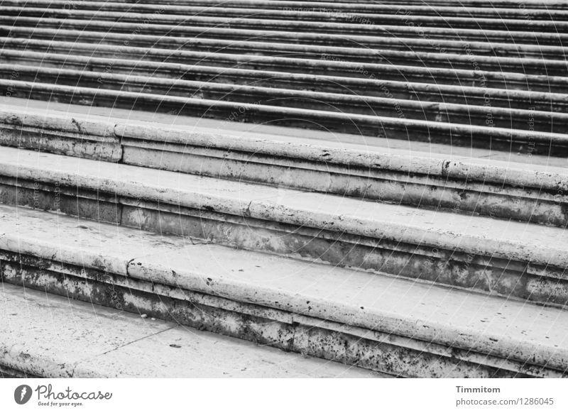 Irgendwo in Italien (17). Ferien & Urlaub & Reisen ruhig schwarz Gefühle grau Linie Treppe ästhetisch Gelassenheit Rom