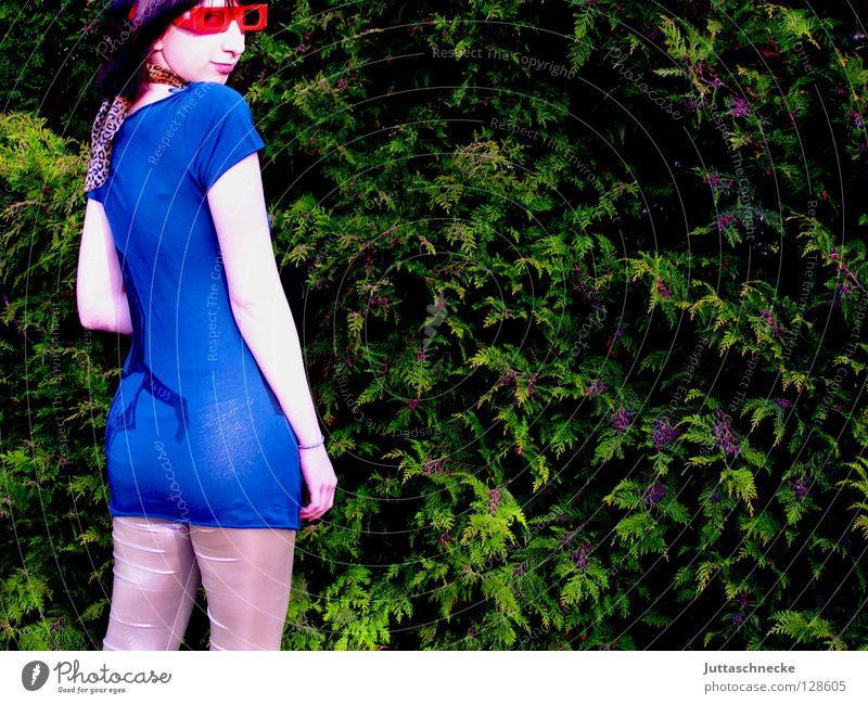 Über die Schulter schauen Frau Jugendliche grün blau rot Sommer Freude Garten Rücken Brille silber Sonnenbrille aufreizend Halstuch neckisch