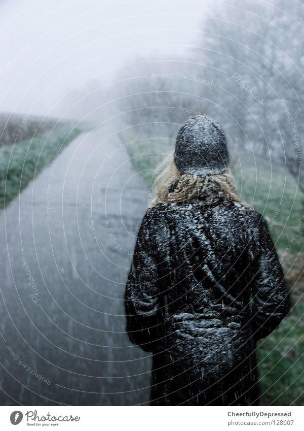 Girl walks alone Frau Unwetter Nebel kalt Wollmütze Winter Zukunft Einsamkeit Außenaufnahme Leben Schnee Wege & Pfade Straße Amerika Snow Woman Fog Cold