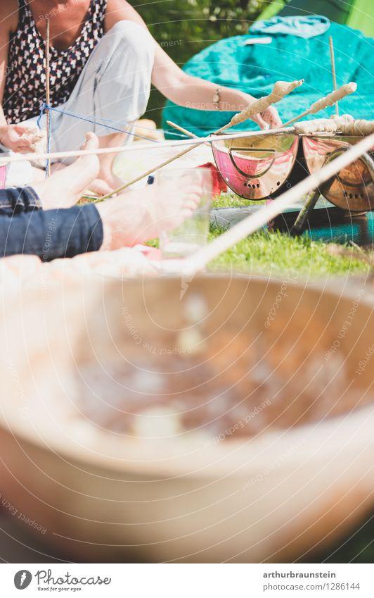 Steckerlgrillen im Garten Lebensmittel Teigwaren Backwaren Brot Ernährung Essen Picknick Slowfood Grillen Schalen & Schüsseln Lifestyle Gesunde Ernährung
