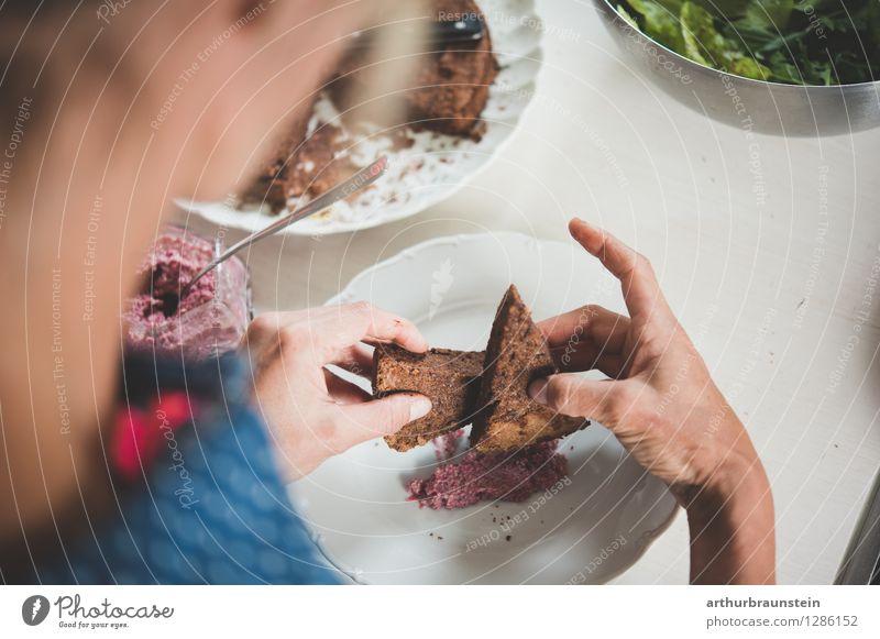 Dessert anrichten Lebensmittel Salat Salatbeilage Kuchen Süßwaren Pesto Geschirr Teller Schalen & Schüsseln Besteck Löffel Lifestyle Gesunde Ernährung