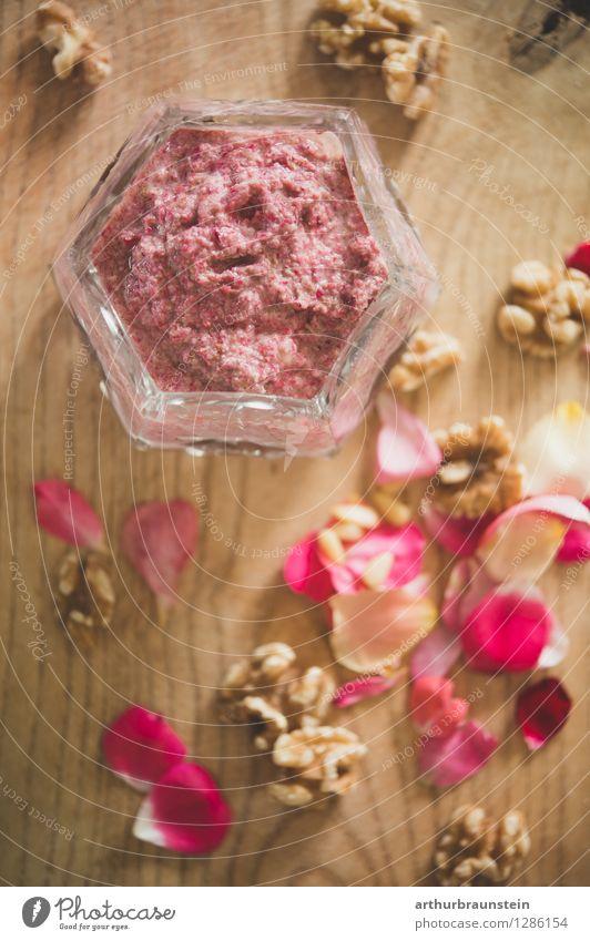 Rosenblütenpesto Lebensmittel Frucht Pesto Walnuss Holzbrett Schneidebrett Ernährung Frühstück Mittagessen Abendessen Büffet Brunch Bioprodukte