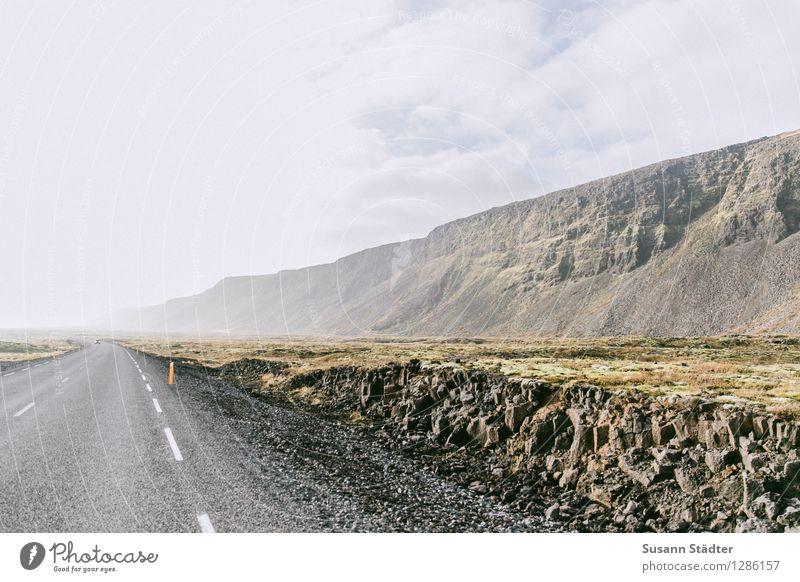 long distance Natur Einsamkeit Menschenleer Island Felsen Moosteppich Straßengraben queerschnitt autofrei Außenaufnahme