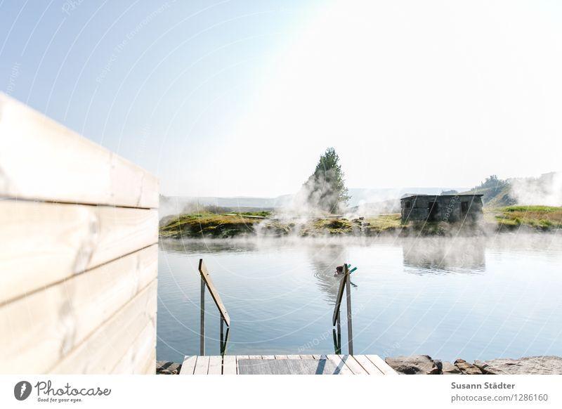 secret lagoon Mensch Jugendliche Einsamkeit 18-30 Jahre Erwachsene Gesundheit Schwimmen & Baden Treppe Geländer Schwimmbad Island Wasseroberfläche Beckenrand Schwefelquelle