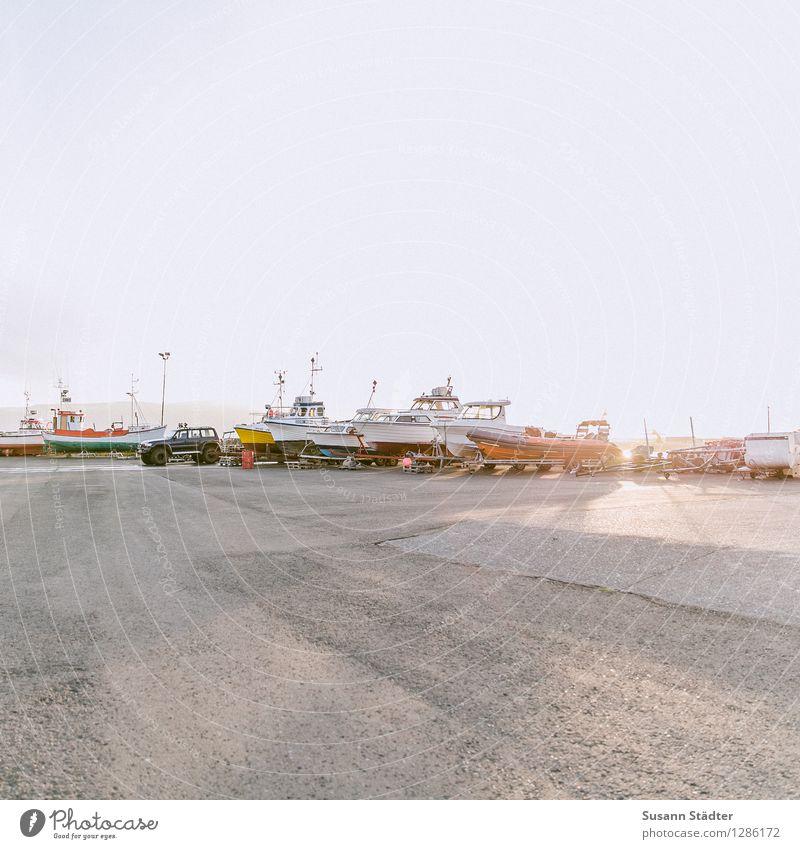 island Hafenstadt Verkehrsmittel Fähre Fischerboot Sportboot Jacht Motorboot Segelboot Segelschiff Jachthafen Arbeit & Erwerbstätigkeit Húsavík Island