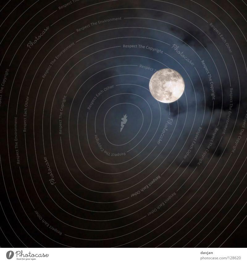 Mitternacht blau schwarz Wolken dunkel grau hell Beleuchtung Angst Macht gruselig Mond Panik Himmelskörper & Weltall Vollmond Mondschein Vulkankrater