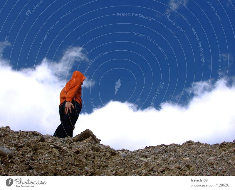Die Hand auf meinem Hintern Mensch Himmel blau weiß Wolken Farbe dunkel Berge u. Gebirge Freiheit grau Stein Denken See Linie orange
